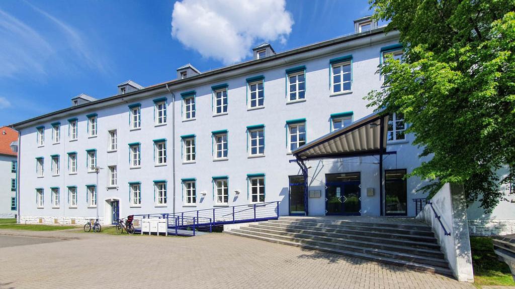 Vorderansicht des Gebäudes Ludwig-Erhard-Ring 8