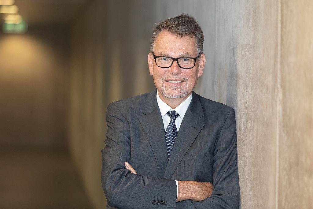 Portrait Dr. Hartmut Schubert