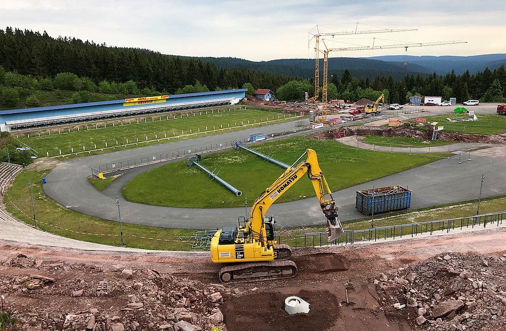 Baggern, schaufeln, werkeln: Seit dem 6. April 2020 laufen die Bau- und Modernisierungsarbeiten in der LOTTO Thüringen ARENA am Rennsteig auf Hochtouren.