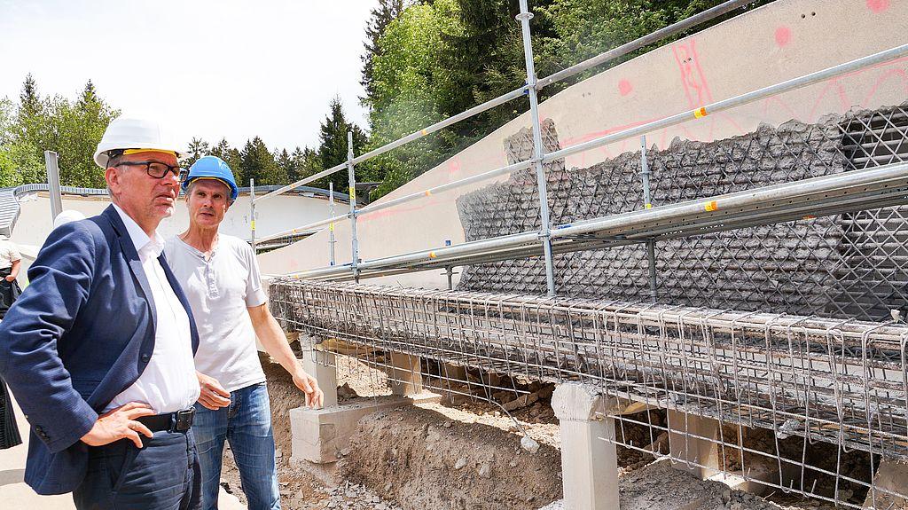 Regelmäßig macht sich Sportstättenchef Dr. Hartmut Schubert ein Bild vor Ort.